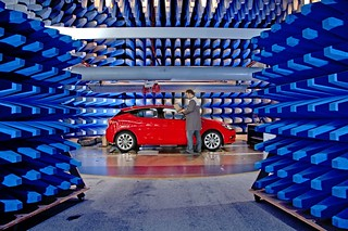 Elektromagnetisch geprüft: Der neue Opel Astra im Elektronik-Labor