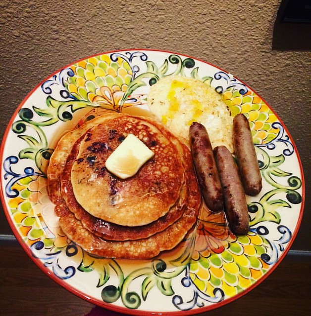 Breakfast for dinner is the 💣
