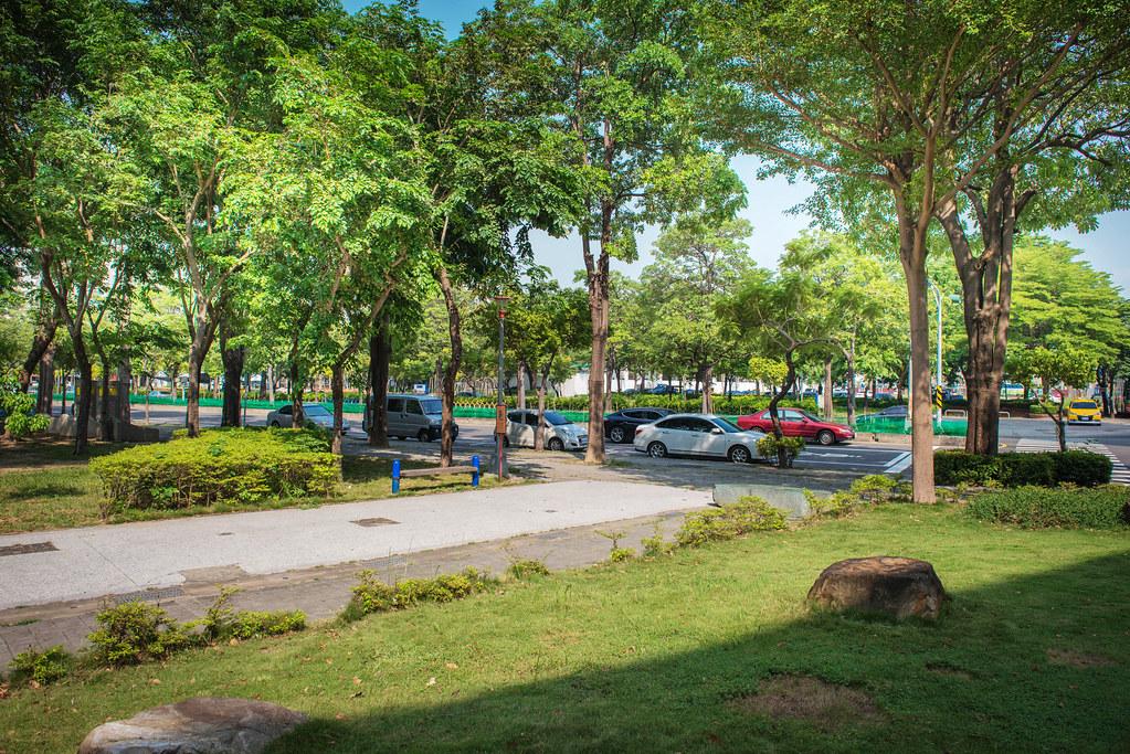 眾裡尋他千百度,隱身高雄光華公園旁的人本自然牙醫 _高雄光華公園 (2)
