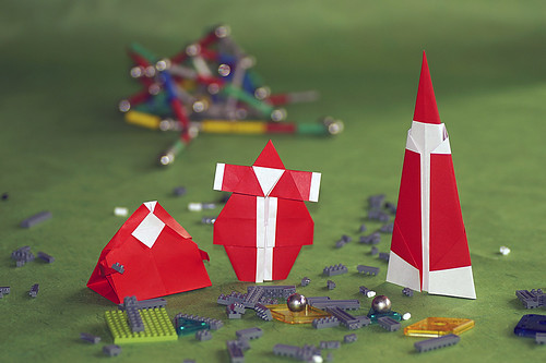 Origami Santa Claus (Zsuzsanna Varadine), Origami Santa [¿Bueno o Malo?] (Bernie Peyton) and Origami Santa Claus (Dimitris Dalas)