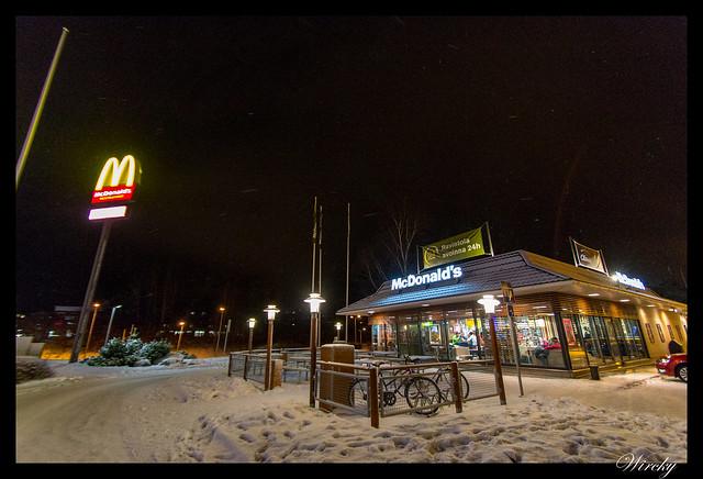 Laponia viaje Helsinki Rovaniemi - McDonalds más nórdico del mundo en Rovaniemi