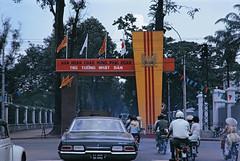 Saigon Street Scene 1967 - Đường Công Lý, bên phải là Dinh Phó Tổng Thống (nay là Nhà Văn hóa Thiếu nhi)