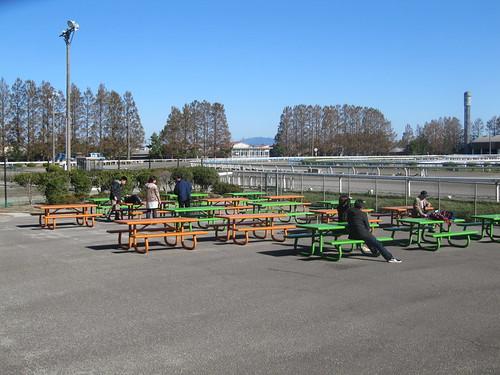 金沢競馬場のゴール前のテーブル