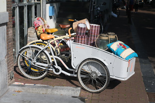 bakfiets with flowers