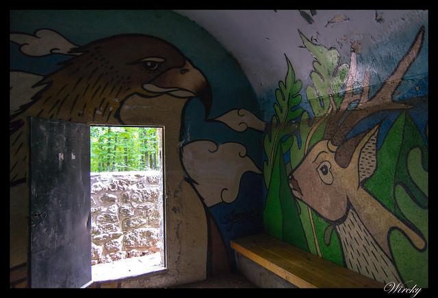 Grafiti águila y ciervo en refugio de Majalavilla