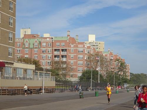 Boardwalk - набережная пляжа Coney Island