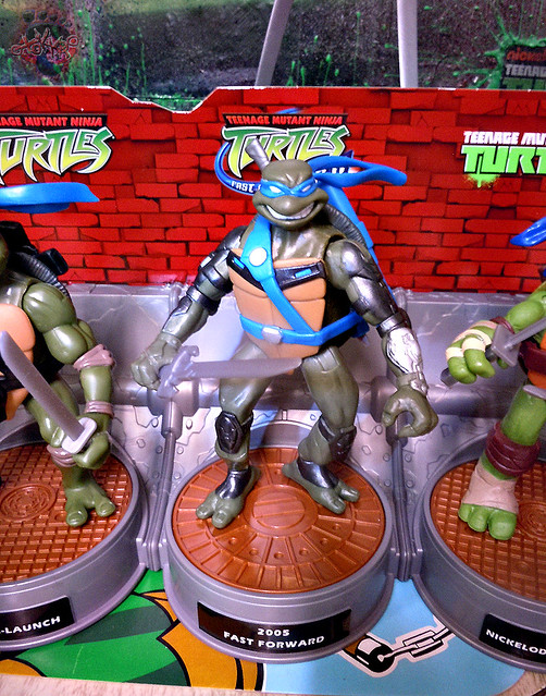 "Nickelodeon ""HISTORY OF TEENAGE MUTANT NINJA TURTLES"" FEATURING LEONARDO - 'TMNT : FAST FORWARD' LEONARDO ii (( 2015 ))"