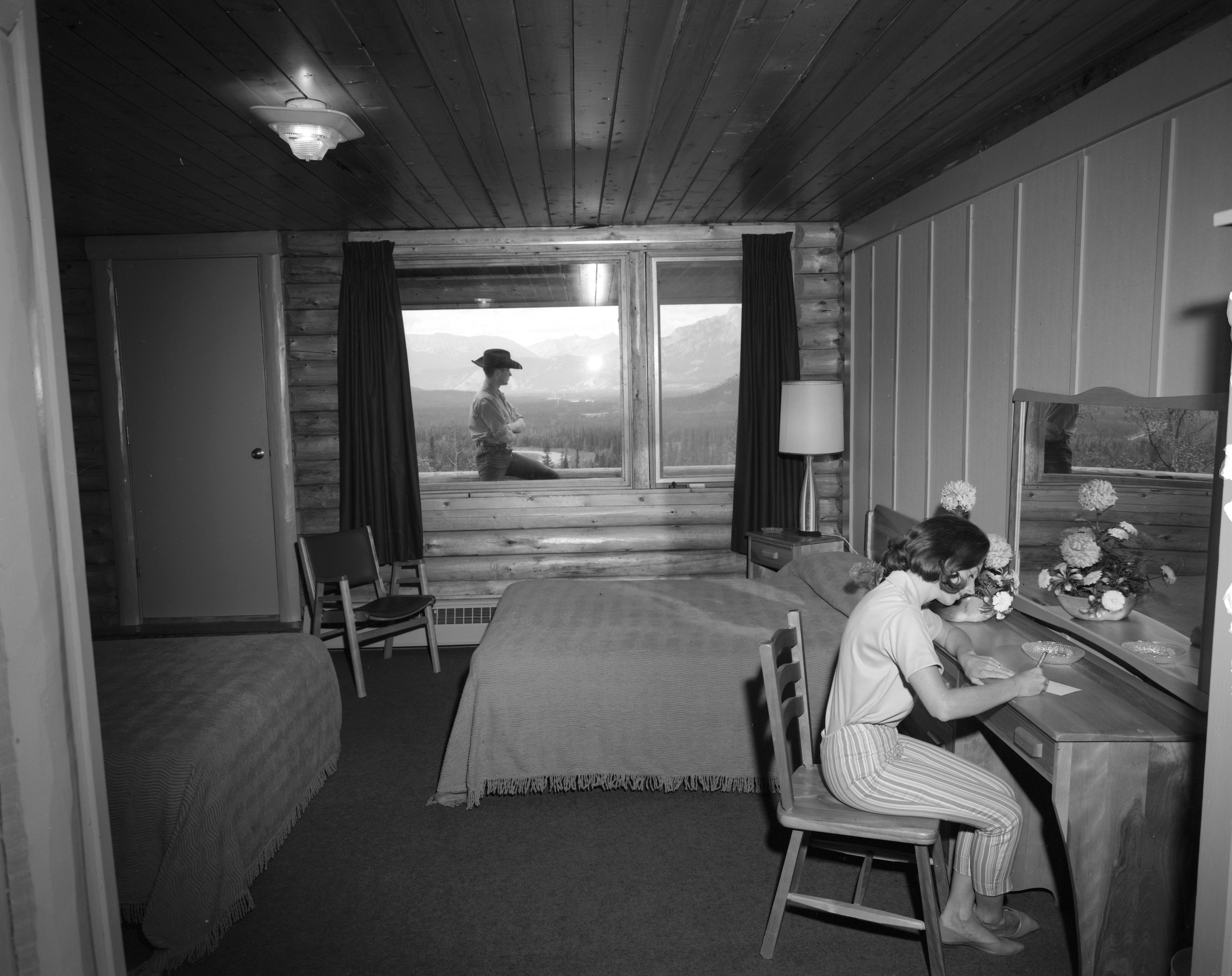 Overlander Lodge guest room