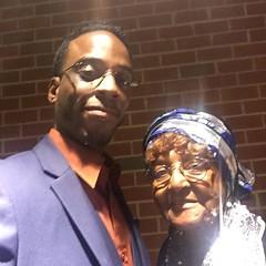 @faharrafvision and the Legendary Mother King Here at the 21st Annual Stone Awards Memphis Tennessee!  #FFVWORK #TEAMLOVE  IG, @faharrafvision Twitter, @faharrafvision FB, Fa-Harra F. Vision Snapchat, Fa-Harra #SonofAAG  #iVDFAM #FFV #memphisgoldanddiamon