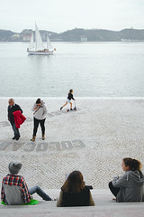 When saturday goes to meet the river #street #lisbon #t3mujinpack