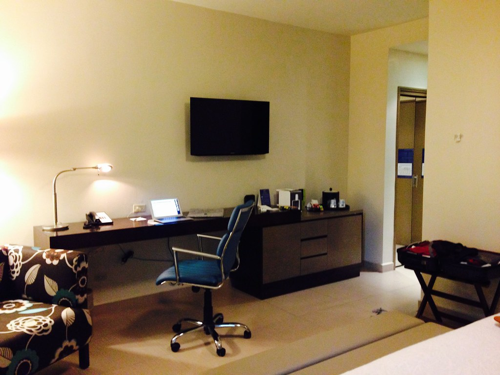 King bed room at Hampton Panama City