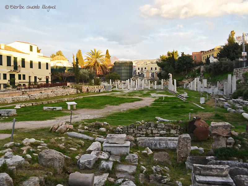 Vista al atardecer del Ágora romana