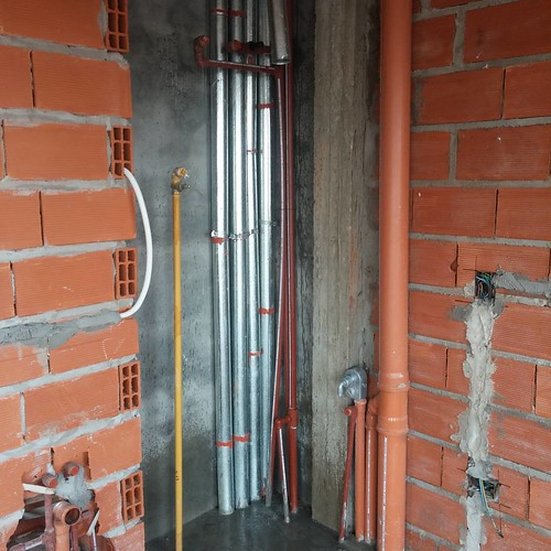 ROCA 1159. Ventilación termotanques e instalaciones de la cocina