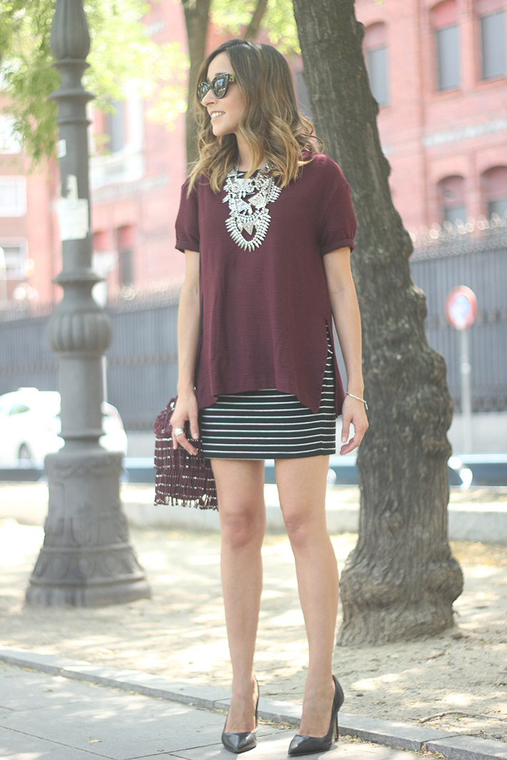 Striped Skirt With Burgundy T-shirt And Fringed Bag Summer Outfit08