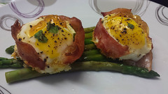 Bread base with cheese and egg and bacon around th…