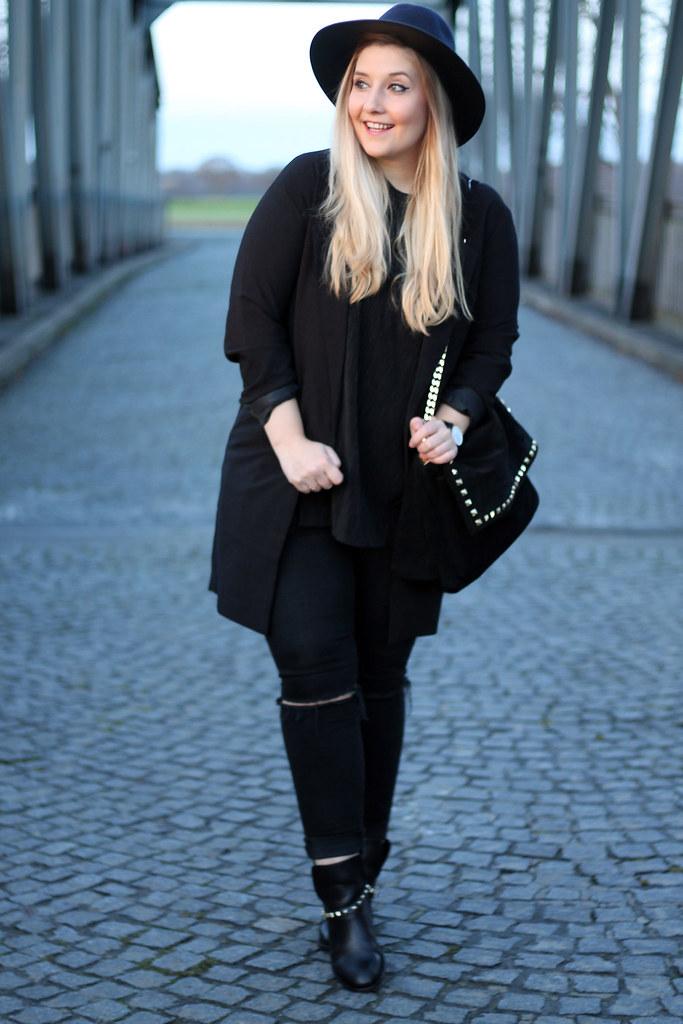 look-all-black-zara-tasche-schwarz-jeans-topshop