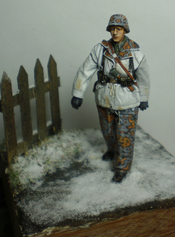 WSS Grenadier Late War - Alpine miniature - 1/35eme - Peinture a l'huile - Page 2 23321268122_0a776f5f60_c