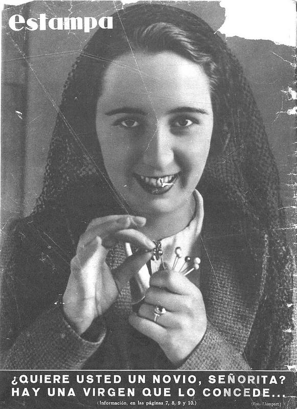 Reportaje de la Virgen de los Alfileritos en la Revista Estampa del 14 de marzo de 1936. Contraportada. Foto Joan Llompart