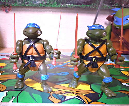 "Nickelodeon ""HISTORY OF TEENAGE MUTANT NINJA TURTLES"" FEATURING LEONARDO / ORIGINAL '88 LEONARDO iii / ..with Vintage '88 release (( 2015 ))"