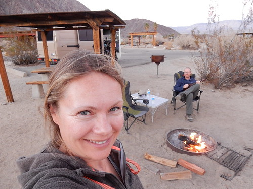 Borrego Palm Canyon Campground - ukelele bij kampvuur