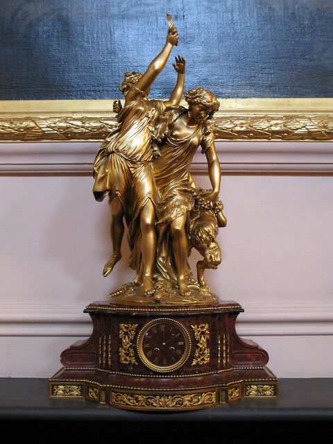 Late 18th-century French Louis XVI-style marble clock in the Crush Room © Royal Opera House