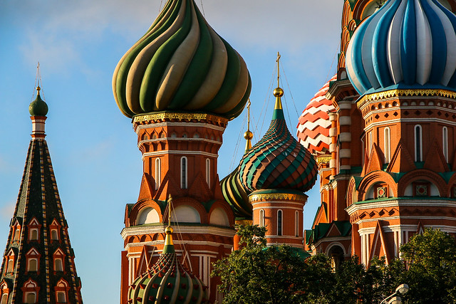 Domes of Saint Basil's Cathedral in the morning, Moscow, Russia モスクワ、聖ワシリー寺院の玉ネギドームたち