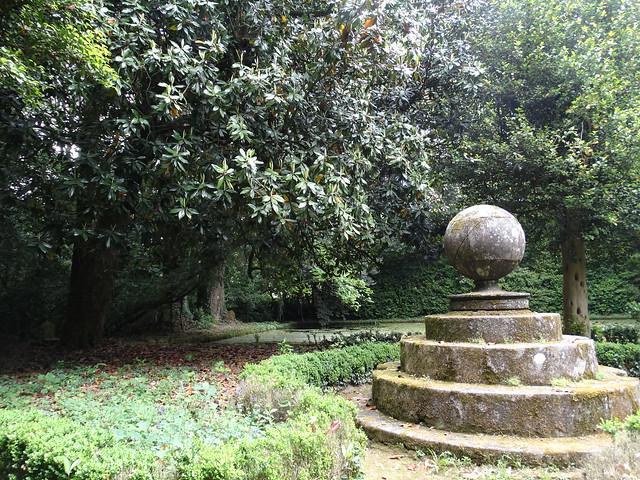 Bola del mundo en el Pazo de Santa Cruz de Rivadulla