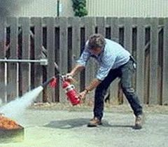 Rutigliano- incendio- estintore_uso