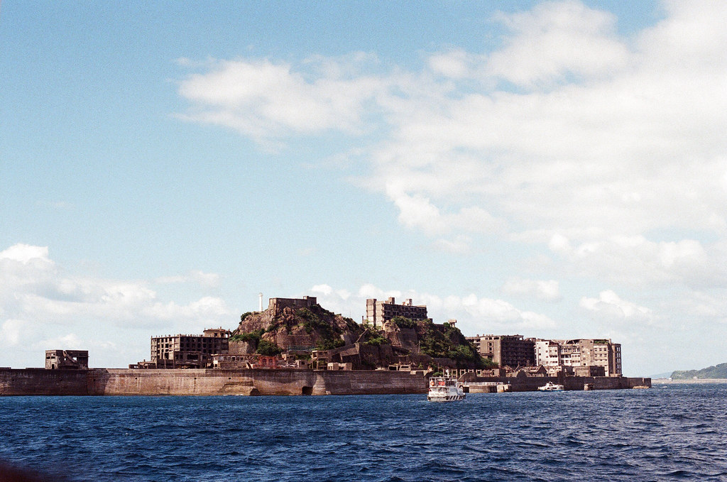 軍艦島(Gunkanjima)  端島 長崎港 Nagasaki 2015/09/07 最後在外面環繞一圈  Nikon FM2 / 50mm Kodak UltraMax ISO400 Photo by Toomore