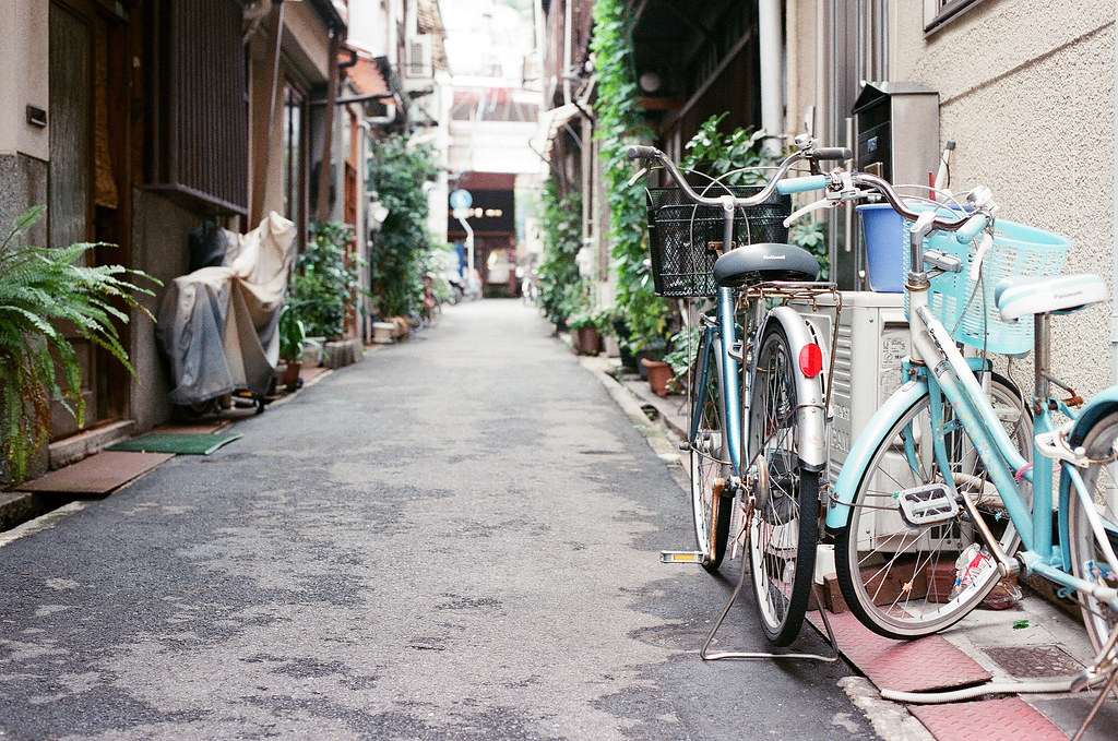 尾道 おのみち Onomichi, Hiroshima 2015/08/30 巷口、腳踏車。  Nikon FM2 / 50mm FUJI X-TRA ISO400 Photo by Toomore