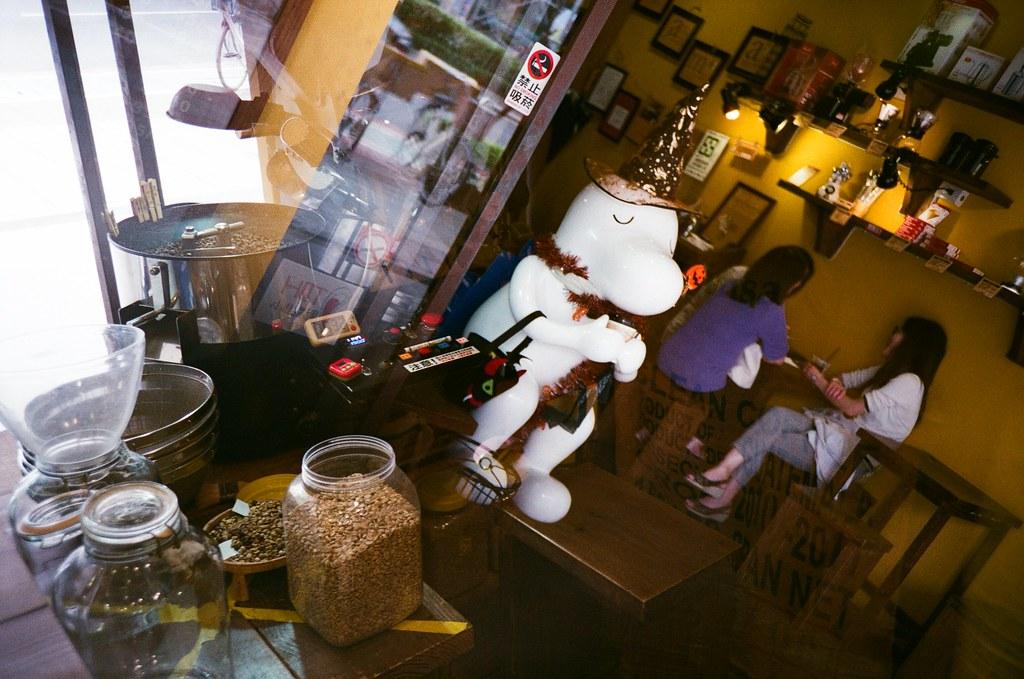 Cama Cafe / Lomo LC-A+ / Splitzer 2015/10/22 買了一個 Lomo Splitzer 分割器來拍看看,但有些畫面拍起來還是有點怪怪的。  Lomo LC-A+ AGFA VISTAPlus ISO400 2189-0008 Photo by Toomore