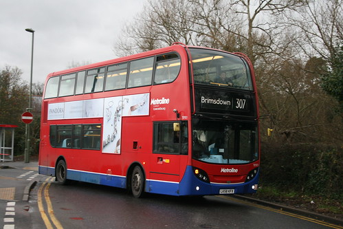 Metroline TE921 on Route 307, Barnet Hospital