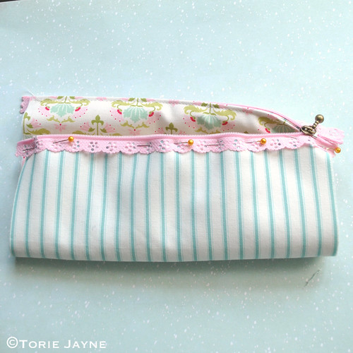 Lace Zip Pretty Pencil Case tutorial 6