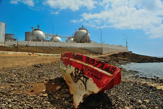 Playa de Barlovento の画像. beach sky clouds rowingboat stones graffiti lascaletas lanzarote disa boat lpg gastanks canaryislands canaries