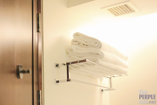 Holiday Inn & Suites Makati Deluxe Bathroom Towels