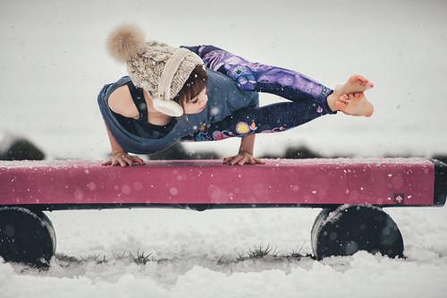 [portrait] Yoga in snow