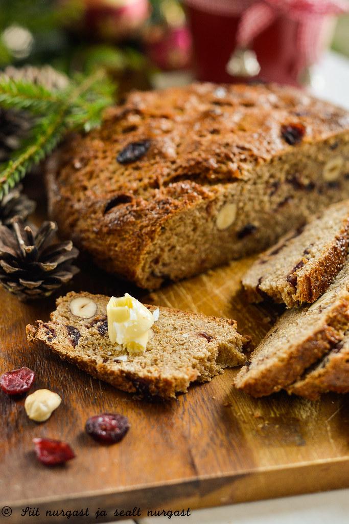 pähklite ja jõhvikatega jõululeib (joululimppu)