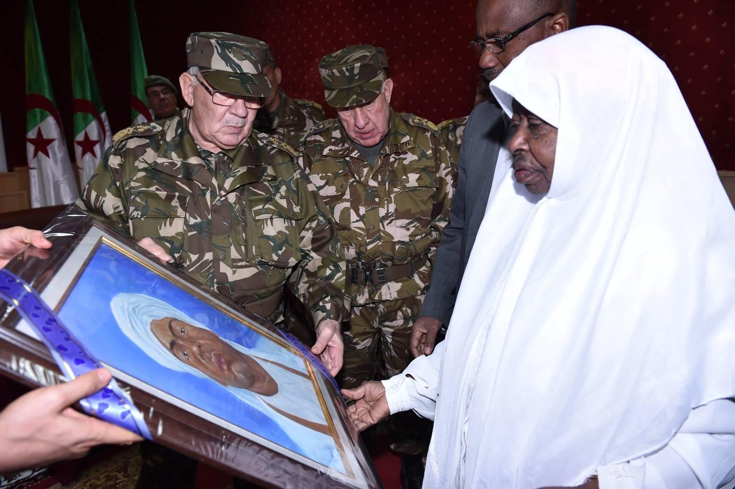 الجزائر : صلاحيات نائب وزير الدفاع الوطني - صفحة 5 30863671856_b9bb7f4144_o