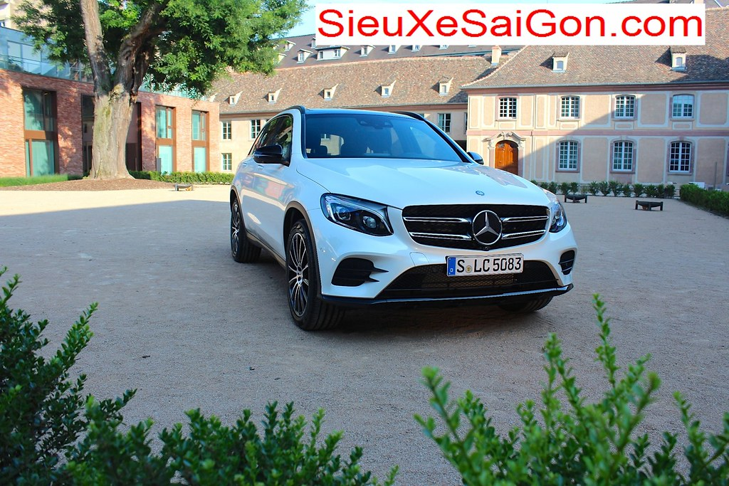 Mercedes glc 250 glc 400 doi moi tai sai gon 2016 for Mercedes benz glc 400