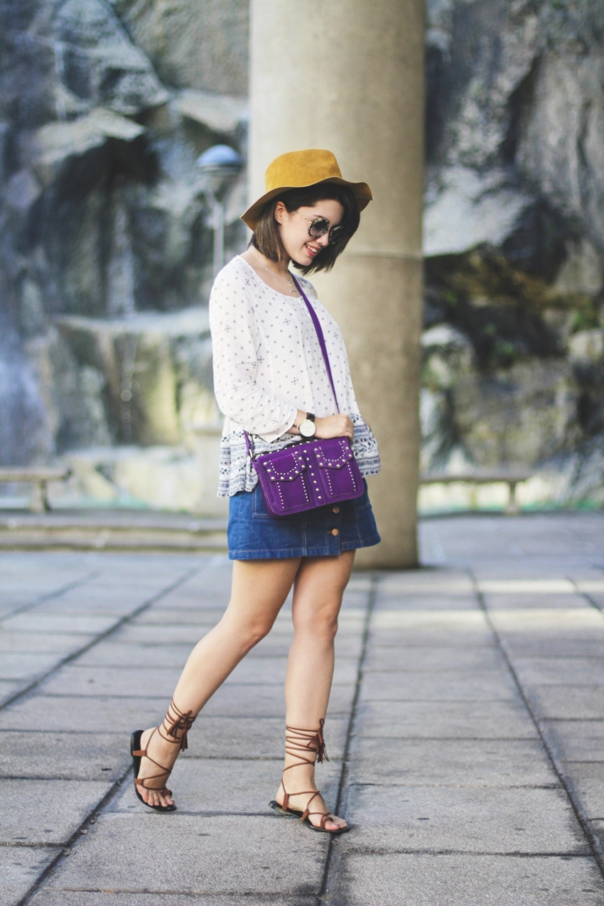 Look falda con botones vaquera de Stradivarius con un aire boho chic con blusa vaporosa de C&A myblueberrynightsblog