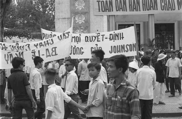 Catholic_parade_on_Unity_Boulevard 1968 by Francois Sully