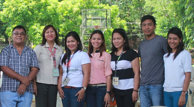 Noli Valenzuela (left) Project Dev't Officer of DSWD and his team, San Remegio Civic Center