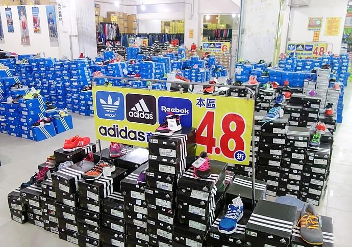 1 台中大墩食衣多品牌聯合特賣會,adidas服飾鞋包3折起、CONVERSE全面5折、愛的世界童裝2折起、牛仔特賣破盤特價、羽絨衣特價、MERRELL、asics、Reebok