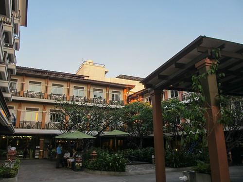 Bangkok: notre hôtel...enfin, l'usine.