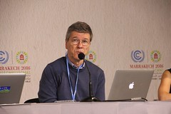 Dr Jeffrey Sachs calls for President Obama to settle kids climate case