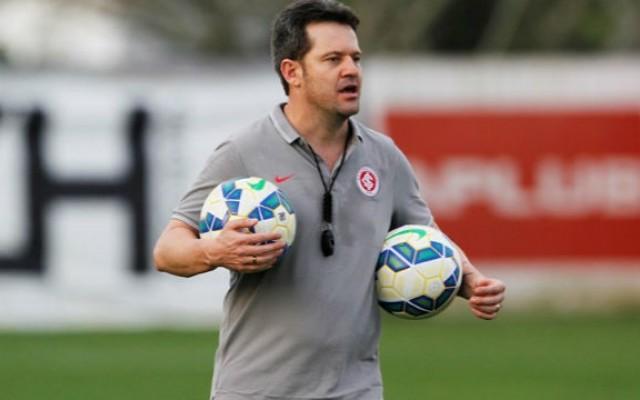 Argel reitera busca por um camisa 9 e diz que vaga no ataque do Inter est� em aberto