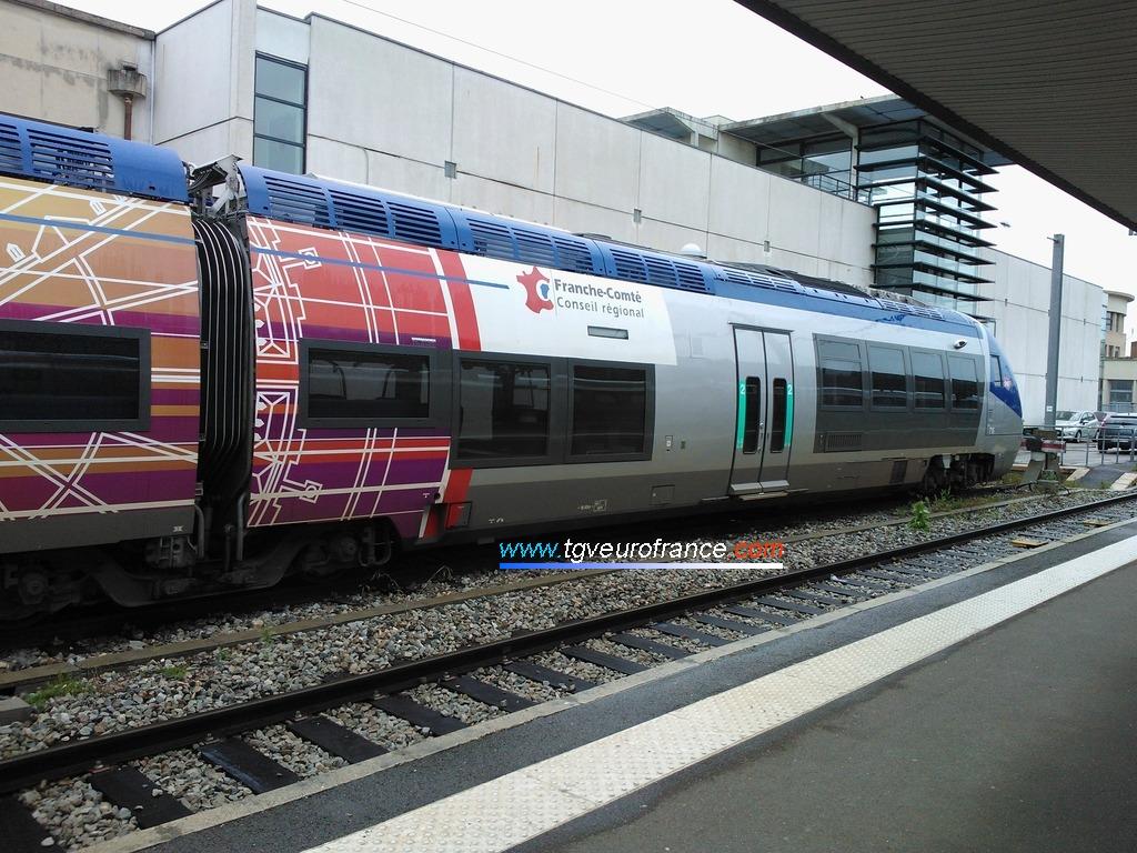 L'autorail Diesel X 76715-X 76716 SNCF fait partie de la famille AGC des autorails fabriqués par Bombardier Transport.