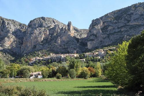 mountain france rock montagne village provence rocher moustiersaintemaire