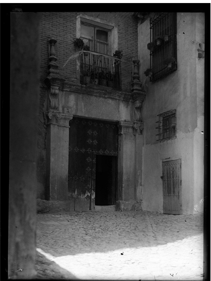 Callejón de Córdova en Toledo hacia 1920. Fotografía de Enrique Guinea Maquíbar © Archivo Municipal de Vitoria-Gasteiz
