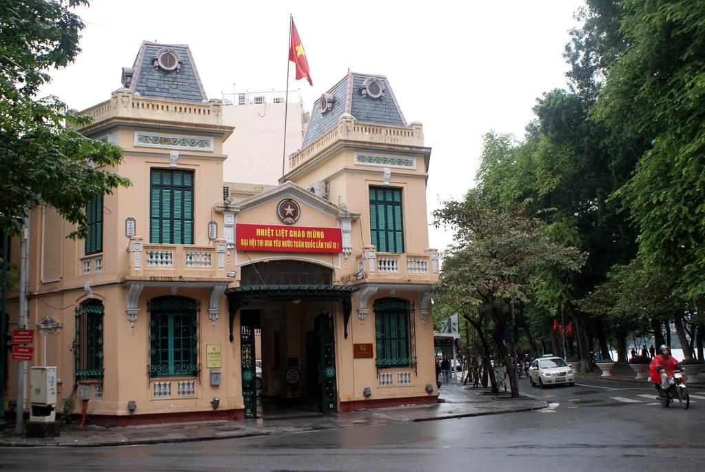 Ancien batiment construit lors de l'Indochine française à Hanoi.